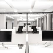 SDA Höhenverstellbare Schreibtische Conclusion von Vario und Büroleuchte von Tobias Grau - XT-A