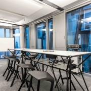 Besprechugsraum Tisch und Whiteboard von System 180