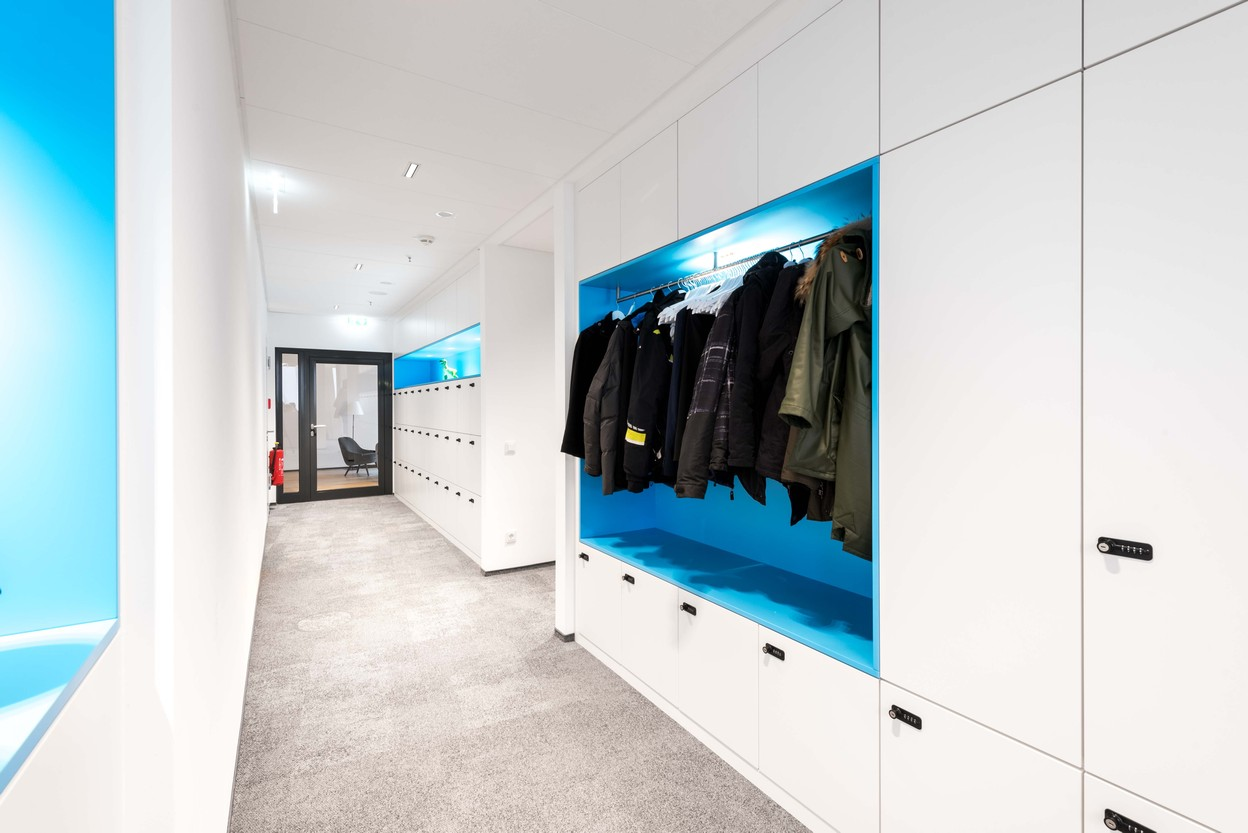 SDA Garderobe Sonderanfertigung im Corporate Design