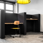Comdirect Work-Cafe Einzelarbeitsplätze Höhenverstellbar