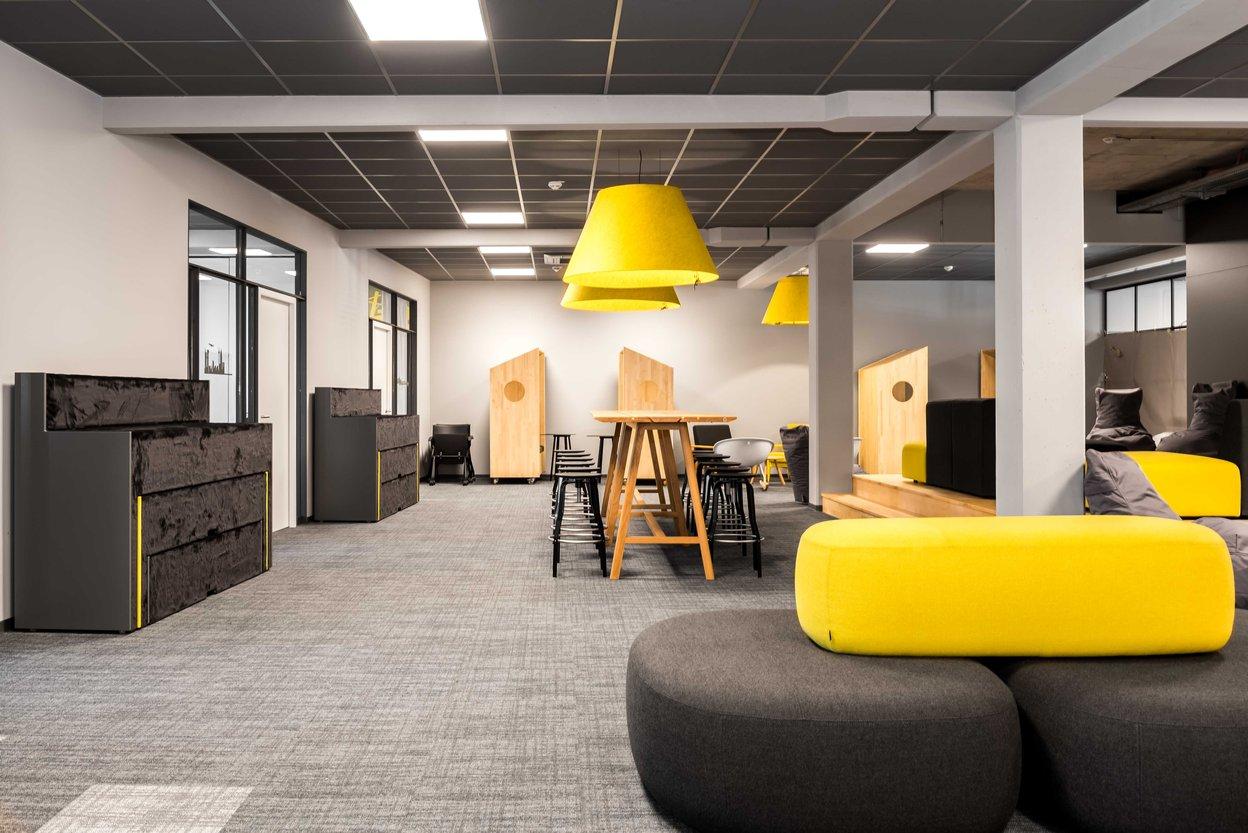 Comdirect Work-Cafe verschiebbare und ausziehbare Sitztreppen Beatbox von Martela