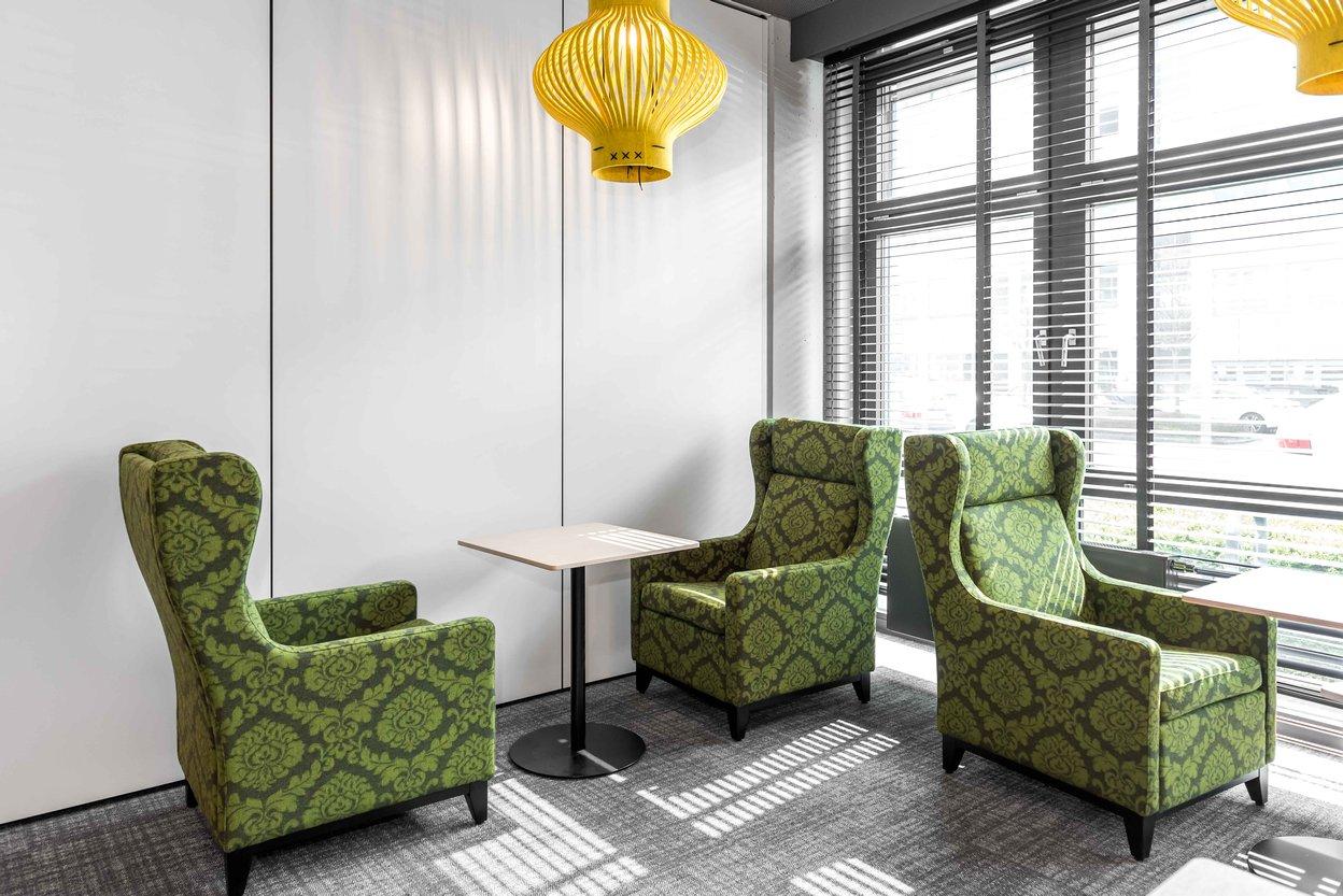 Comdirect Lounge mit Sesseln