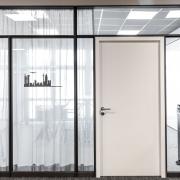 Comdirect Außenansicht Besprechungsraum mit geschlossenem Vorhang